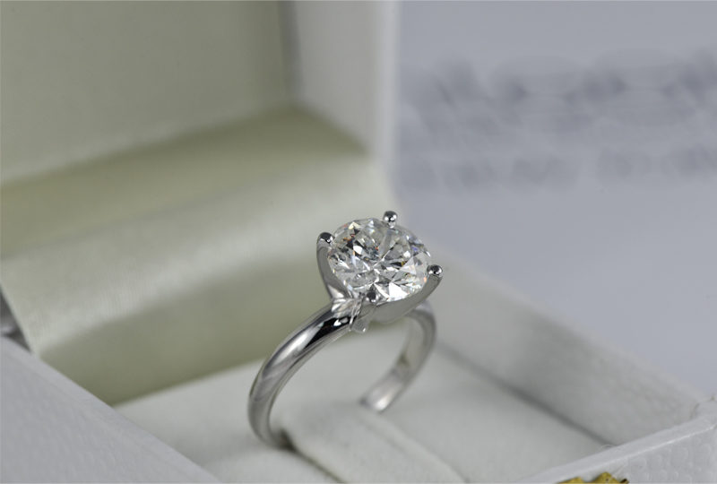 Engagement Ring 101 – Getting to know the four Cs